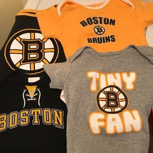 4 Boston bruins onesies for 12 months old